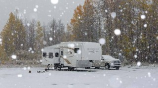 00-751-RV-camping-and-travel-in-snow-in-winter